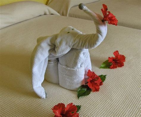 Towel Origami Flower - 25 neat towel designs