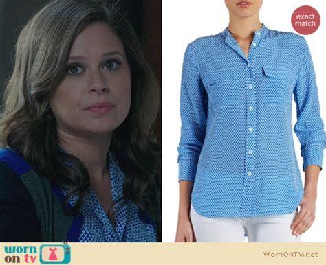 wornontv: quinn's blue geometric patterned blouse and