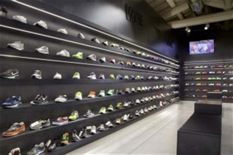 arredo negozio scarpe arredo negozi a catania attrezzature per negozitricomi