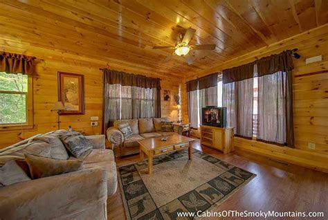 2 bedroom suites in pigeon forge superb suites in pigeon pigeon forge cabin 6 suites lodge 6 bedroom sleeps