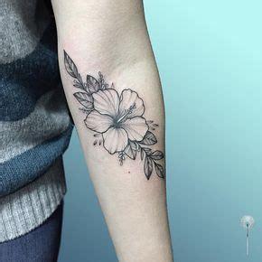 tatuaggi fiori di ibisco oltre 25 fantastiche idee su tatuaggi fiori di ibisco su