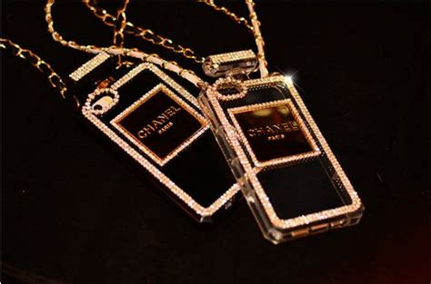 Chanel Gold For Iphone 4s Or Iphone 5s chanel diamanten parf 252 mflasche h 252 lle f 252 r iphone 4 4s 5 5s spitzekarte iphone 4 4s 5 5s