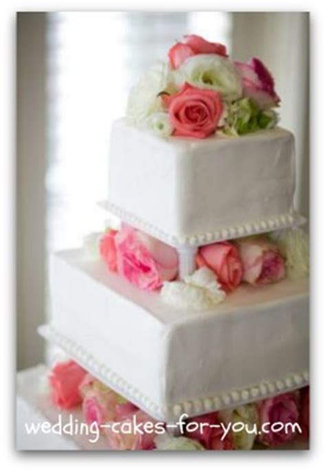 simple wedding cake flowers