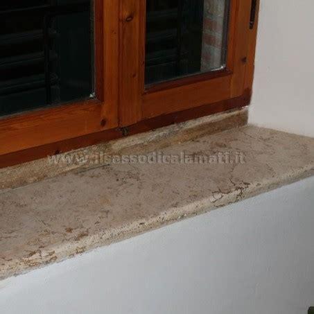 davanzale in pietra soglie finestre in pietra frusta per impastare cemento