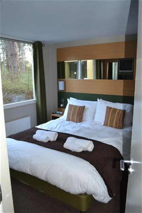 center parcs 4 bedroom woodland lodge main bedroom in new style woodland lodge picture of
