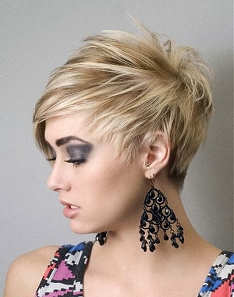 whats suitable for round face haircut short haircuts for a round face