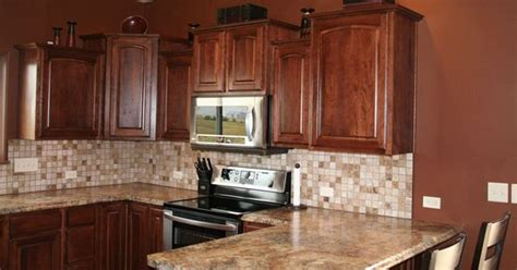 Kitchens With Backsplash Google Search Golden Mascarello Love The Cabinets And