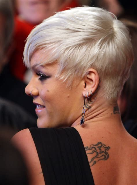 P Nk Hairstyles by Pink Side Part Pink Hairstyles Looks