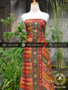 Batik Tulis Pewarnaan Alam Batik Traditional Indonesia kain batik tulis cirebon motif guci latar hitam