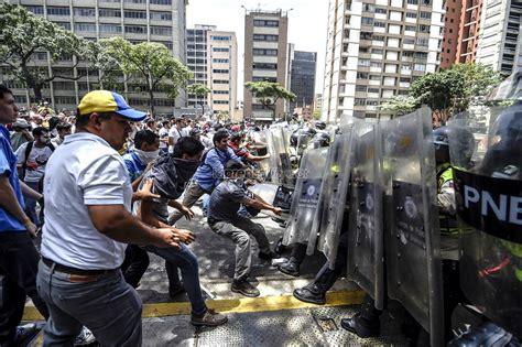 imagenes de protestas en venezuela hoy protestas contra maduro elevan la tensi 243 n en venezuela