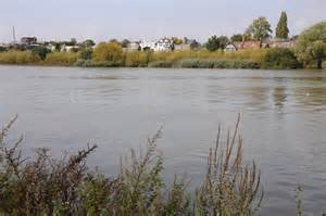 Thames River Near Hounslow   river thames near chiswick 169 philip halling cc by sa 2 0