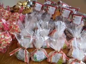 Christmas Homemade Gift Baskets - celebrating a simple christmas homemade gifts money saving mom 174