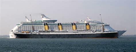 titanic vs boat modern cruise ship compared to the titanic ships boats