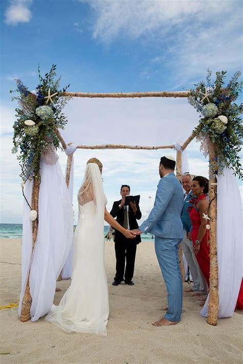 A Sassi Holford bride for a Jewish destination wedding at