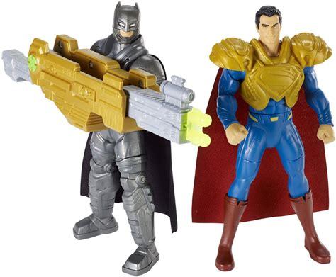 Kaos Batman V Superman Bvs8 new york fair features batman v superman toys