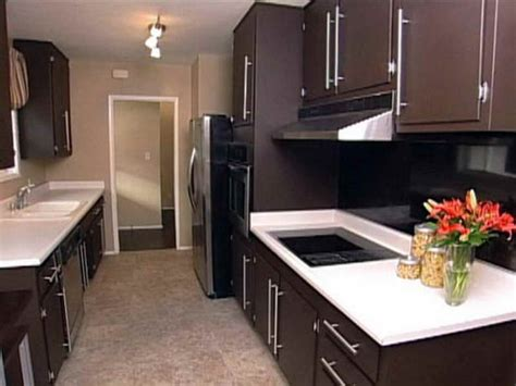 Painting Kitchen Cabinets Dark Brown | selecting the right kitchen paint colors with maple