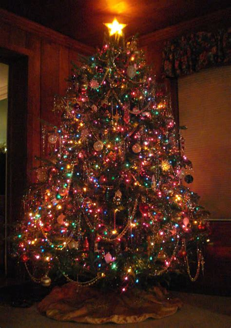 do you decorate your christmas tree with white or colored