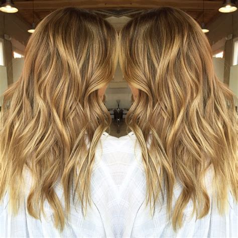 caramel lowlights in blonde hair honey carmel toned blonde with highlights and lowlights by