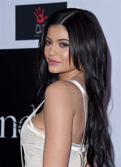 how to do kylies hair kylie jenner long side part kylie jenner hair looks