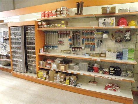 arredare negozi arredamento per negozi di ferramenta arredo negozio