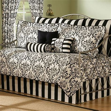 Daybed Comforter Sets Types Of Daybed Bedding Homes And Garden Journal