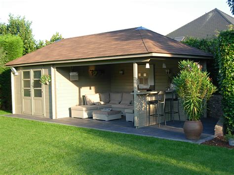 House With Carport by Poolhouse Tuinhuizen Poorten Be