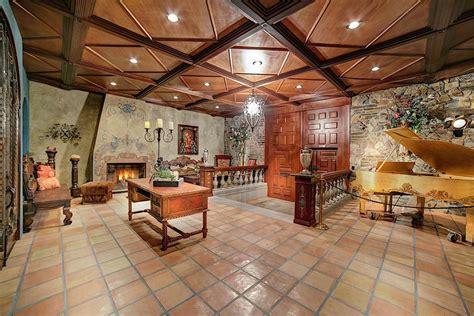 foyer villa thriller villa move into michael jackson s former las
