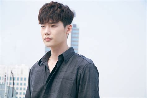 film lee jong suk 2016 quot w quot rs up anxiety for upcoming episode with new stills