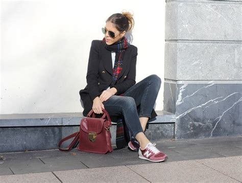 Traveling Shoes Maroon with burgundy new balance fashion sneaker