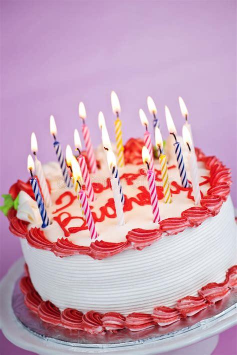 torta de cumplea 241 os con las velas del cumplea 241 os torta de cumplea 241 os con las velas encendidas imagenes de