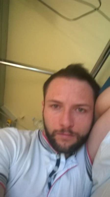 mareos en la cama un italiano tiene rara enfermedad que no lo deja