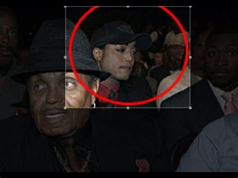 shock picture: michael jackson 'still alive and sitting in