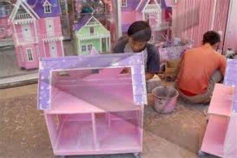 membuat rumah barbie pengrajin rumah barbie minim bantuan pemerintah antara