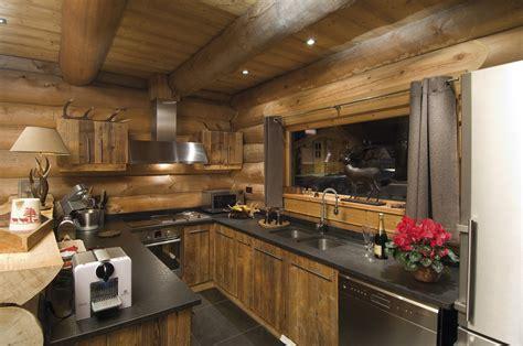cuisine chalet bois chalets nordika constructeur bois 224 bolqu 232 re pyr 233 n 233 es