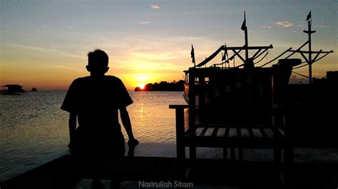 Senja Di Karimun Jawa menghabiskan waktu santai di kung halaman karimunjawa