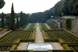 Papal Souvenirs Pope Francis Abandoned Castel Gandolfo Palace Because It S Too Luxurious Daily Mail Online