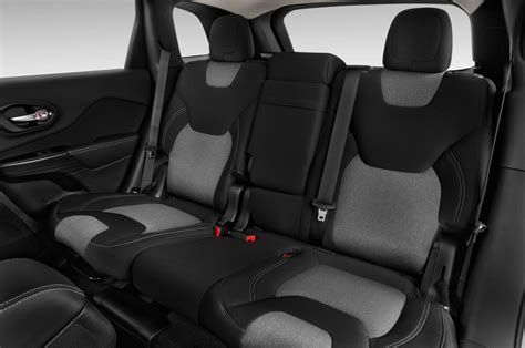toyota jeep inside comparison toyota fortuner 3 0 4x4 at 2015 vs jeep