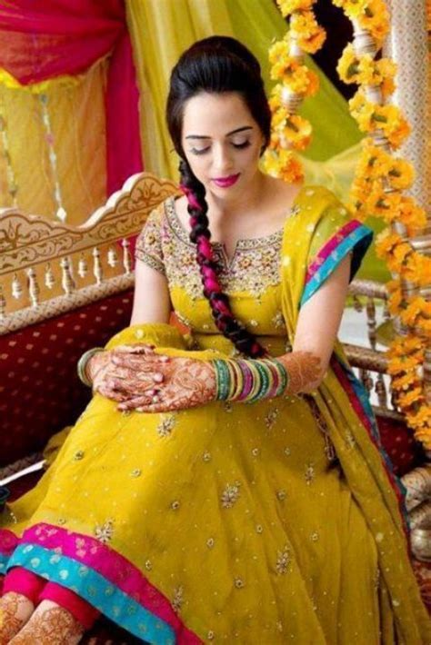 Wedding And Brides : Latest Girls Mehndi Function Bridal Wears
