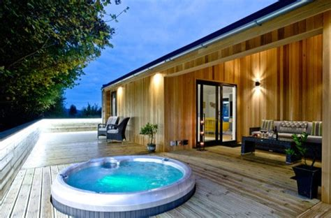 Cheap Cottages Uk by Find Lodges Log Cabins With Tubs Cheap Breaks