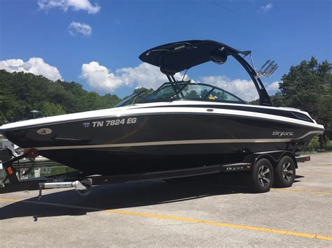bryant power boats 2015 bryant 233 x walkabout power boat for sale www