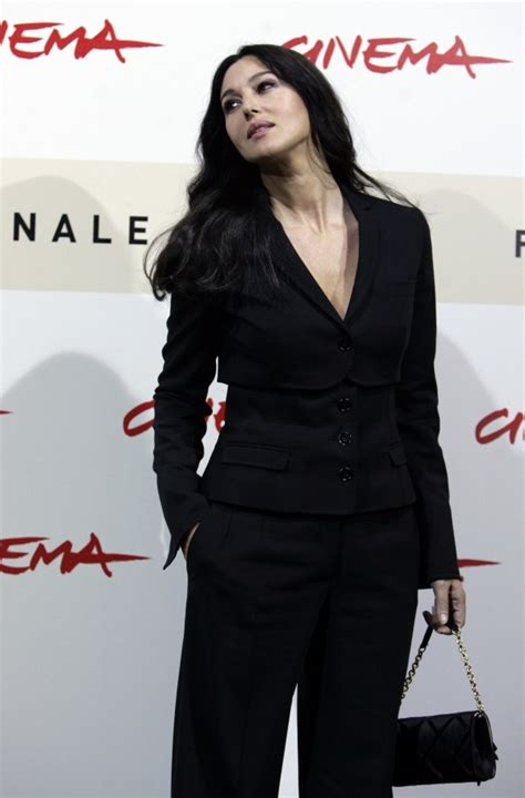 monica bellucci style steal new bond girl monica bellucci s style in 9 easy