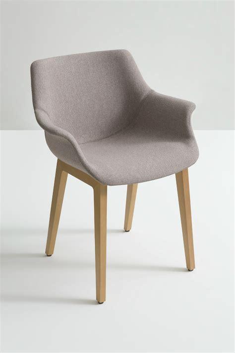 sedia imbottita sedia imbottita con braccioli more bl by gaber design