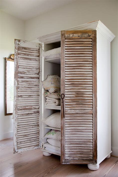 Shutter Style Closet Doors by 25 Best Ideas About Bookcase On Small