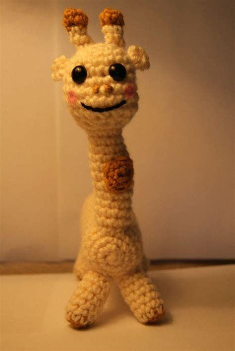 stuffed giraffe  giraffe plushie yarn craft