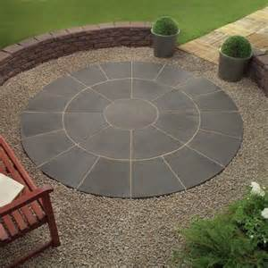 Laying A Circular Patio 1000 Ideas About Paver Designs On Pinterest Pavers