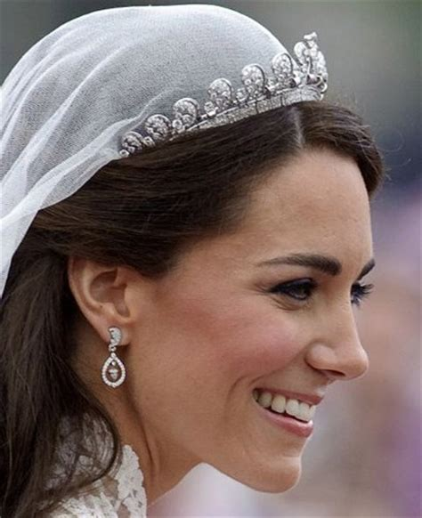 royal wedding fashion kate middleton wears earrings