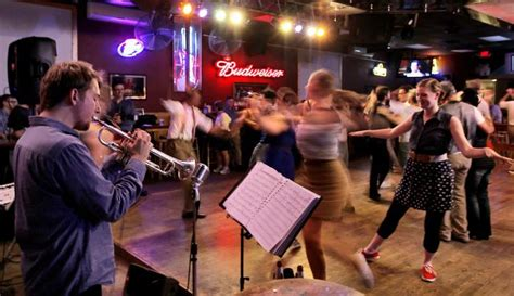 swing dancing columbus ohio north side country bar switches to swing dancing on