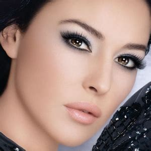 makeup apply brown eyes1   beauty and make up