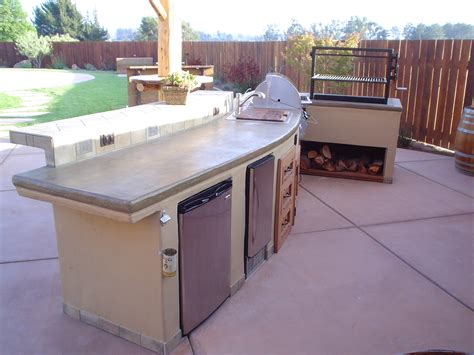 outdoor kitchen stucco finish this island features concrete counter tops with a lace