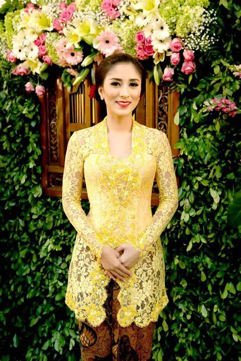 Anggun Coksu aneka model baju kebaya modern untuk wisuda kamu til anggun